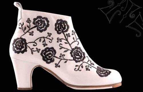 http://www.flamencoexport.com/imgx/productos/zapatos/m20blco.jpg