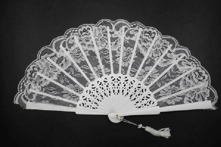 Lace Fan with a fretwork Ribs. White Colour. Ref. 1539