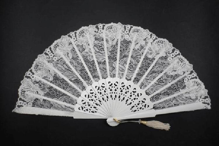 Lace Edging Fan Ivory Colour with Fretwork Rib. Ref. 1544