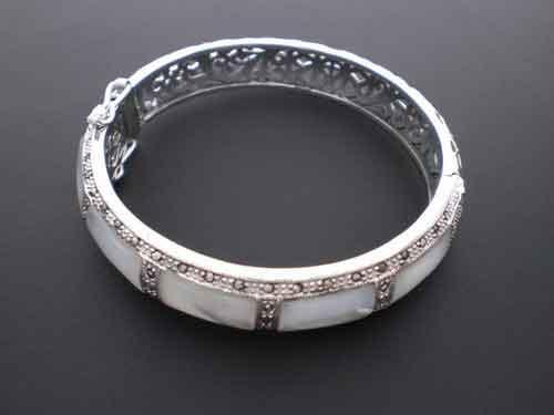 "Silver bracelet with mother-of-pearl and ""marcasita"""