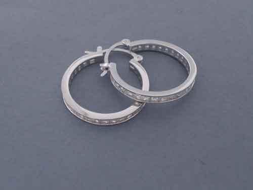 "Hooped earrings made of ""rodiada"" silver with white ""circonitas"". 2cm"