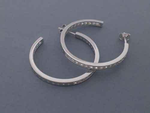 "Hooped earrings made of ""rodiada"" silver and white ""circonitas"". 3cm"