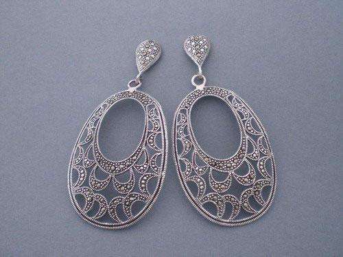 Long silver earrings with marcasita