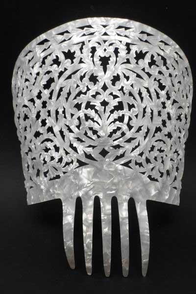 Mother of Pearl Comb - Ref.240 Embossed