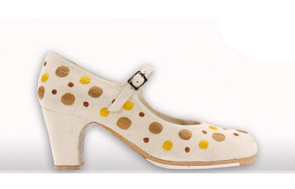 Flamenco shoes Begoña Cervera. Embroidered dots