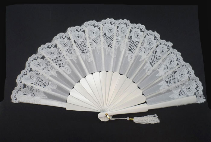 Bridal Tapered Lace Fan. Ref. 1398