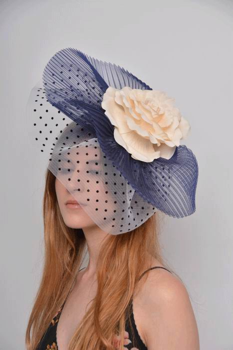 Headdress Inma. Plumeti Fabric and Beige Flower