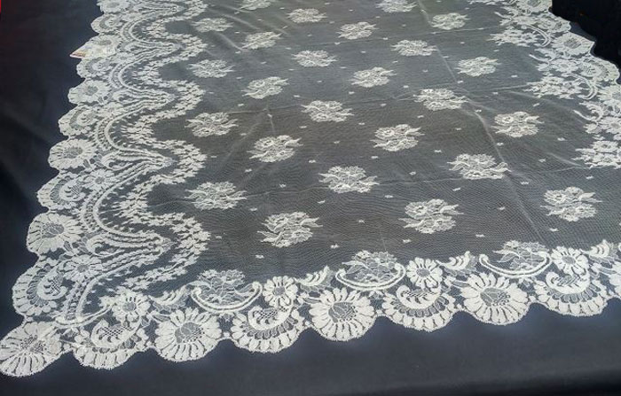 Black Spanish Veil (Shawl) ref.R11E09NG. Measurements: 120x240 cm