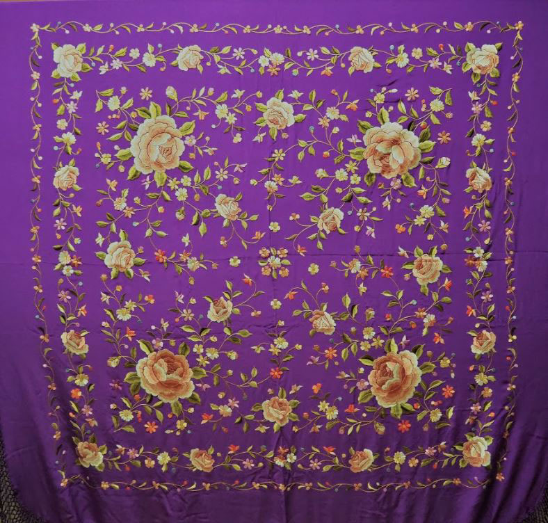 Handmade Manila Embroidered Shawl. Natural Silk. Ref.1011162MOCO