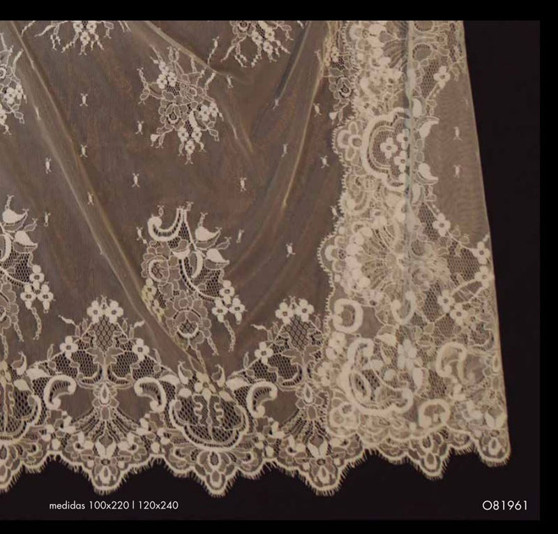 White Spanish Veil (Shawl) ref.0819616200101BCO. Measurements: 120x240 cm
