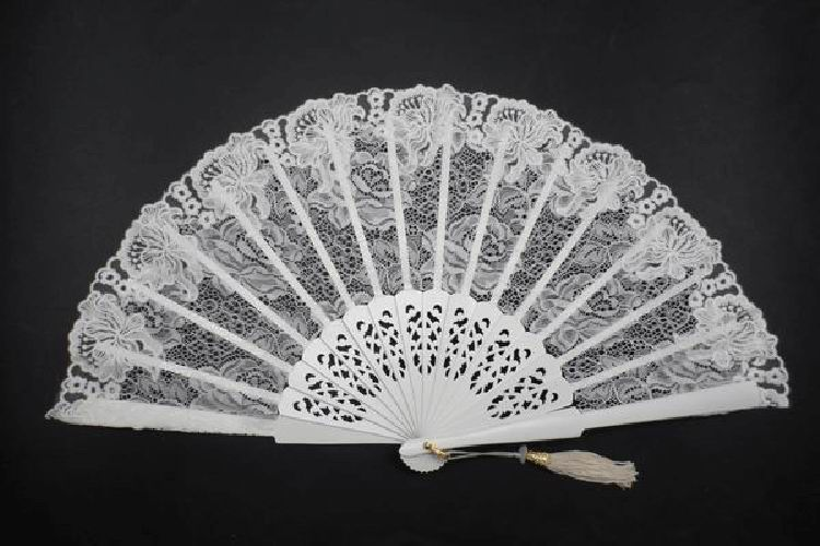 Lace Edging Fan Off White Colour with Fretwork Rib. Ref. 1544