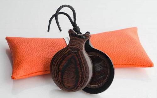 Brown-grained Professional Wooden Castanets with V-Shaped Ears by Castañuelas del Sur