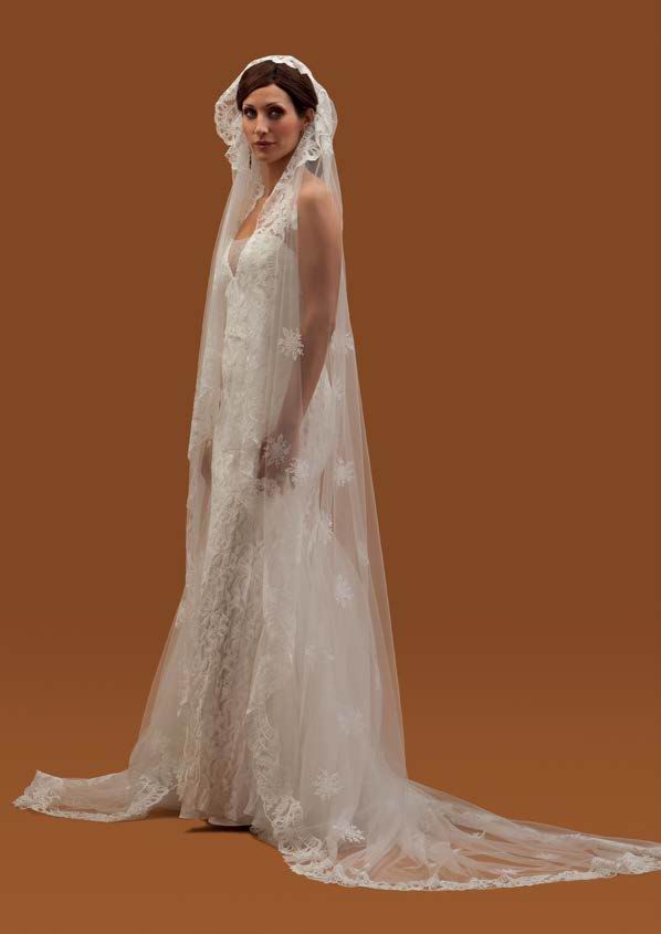 Spanish Embroidered Crystal Tulle Veil. Mod. Samantha 3mX2m