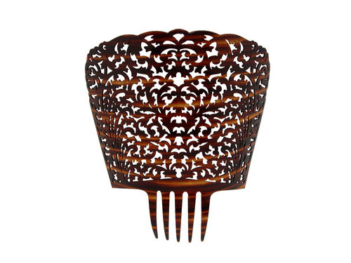 Shell shaped comb