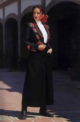 Black Horsewoman Jacket Embroidered with Red Roses and Plain Black Divided Skirt
