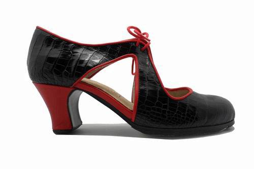 Flamenco Shoes from Begoña Cervera. Escote
