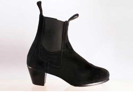 Boot for man with zip. Begoña Cervera
