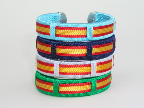 https://www.flamencoexport.com/imgx/productos/disfraces/pulserasbanderasEsp.jpg