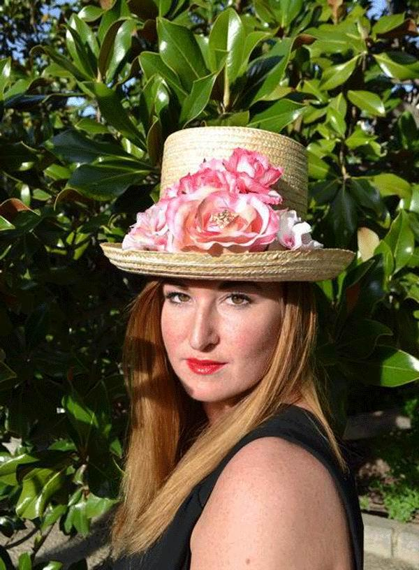 Top Hat Miranda. Straw with Flowers in Pink Tones