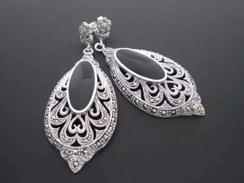 "Silver earrings with ""marcasitas"" and onyx"